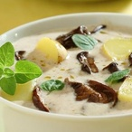 Houbová mléčná polévka s bramborami