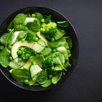 Špenátový salát s hráškem