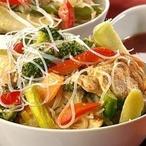 Maso se zeleninou a skleněnými nudlemi