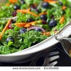 Salát s borůvkami a fetou