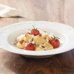 Bramborové noky s čerstvými rajčaty, Jihotyrolským špekem a sýrem Stelvio