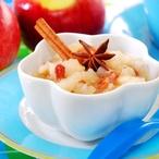 Jáhlovo-quinoová kaše s dušenými Jablky